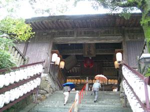 04総拝殿見上げ遠景+.jpg